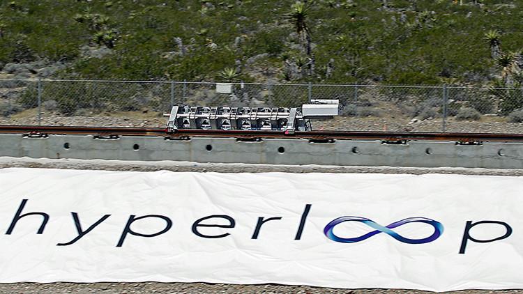 La empresa Hyperloop One puso a prueba el sistema de los motores lineales, un mecanismo que transmitirá aceleración a la capsula con pasajeros  a cada 50 - 70 kilómetros.