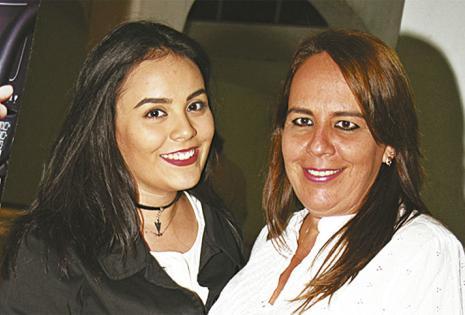 Laura Orellanos y Lorena Montalván aprovecharon para ponerse al día