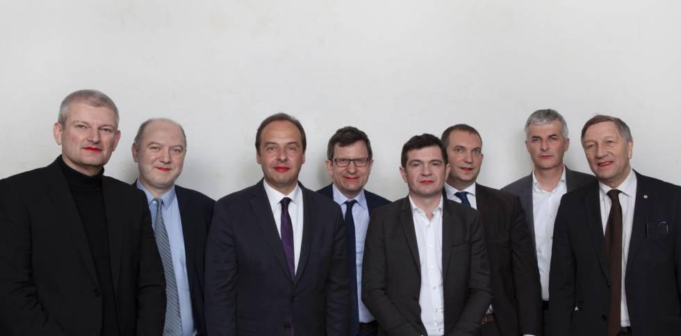 Miembros del Parlamento francés posan con los labios pintados en una campaña por los derechos de las mujeres. Denis Baupin, segundo por la izquierda, está acusado por ocho mujeres de acoso sexual.