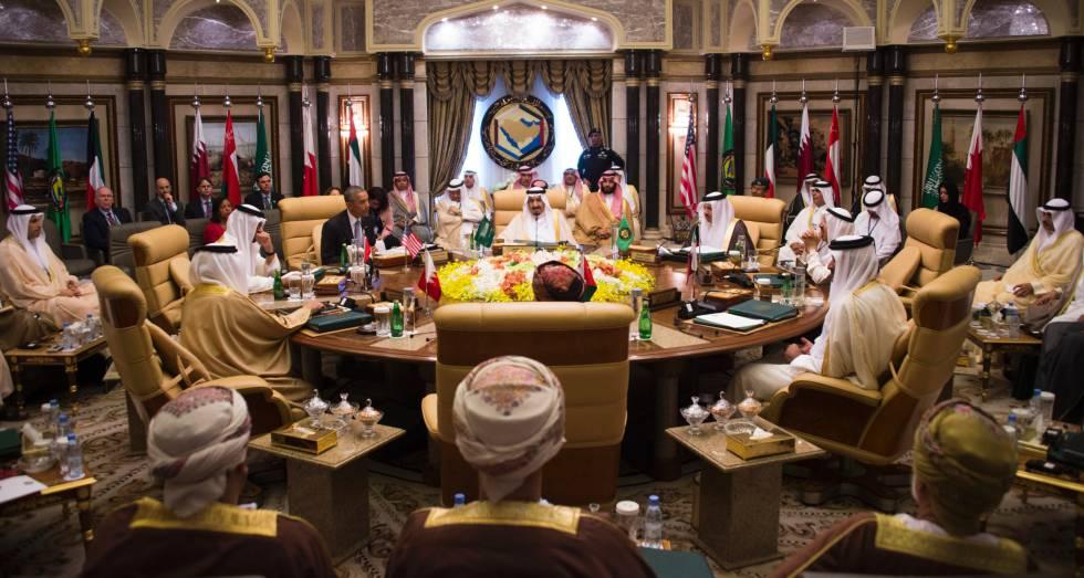 Obama conversa con el rey Salmán y el príncipe Mohamed bin Salmán, en abril.