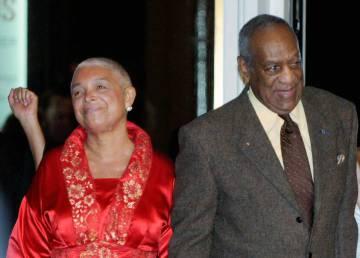 Bill Cosby y su mujer, Camille Cosby, cuando fue a declarar en un juicio en febrero.