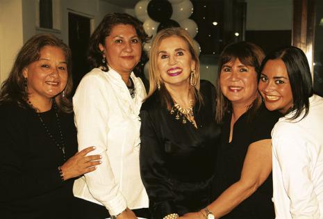 'Chonga' Áñez, Aida Limpias, Medul Dabdoub y Sonia Arias, agradecidas por la invitación