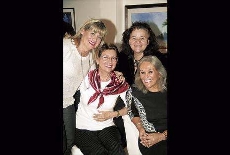 Marilyn Sotelo, Lauren Müller, Edith Roca y Carmiña Zamora le desearon buenas vibras a la dueña del santo