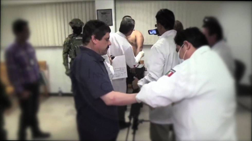 Joaquín Guzmán, durante un examen sanitario en la prisión de El Altiplano.