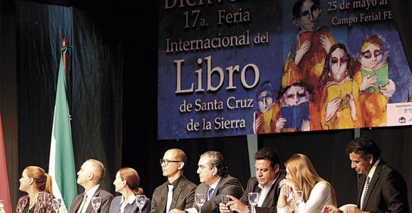 Autoridades nacionales, departamentales y locales acudieron al acto de apertura de la Feria del Libro