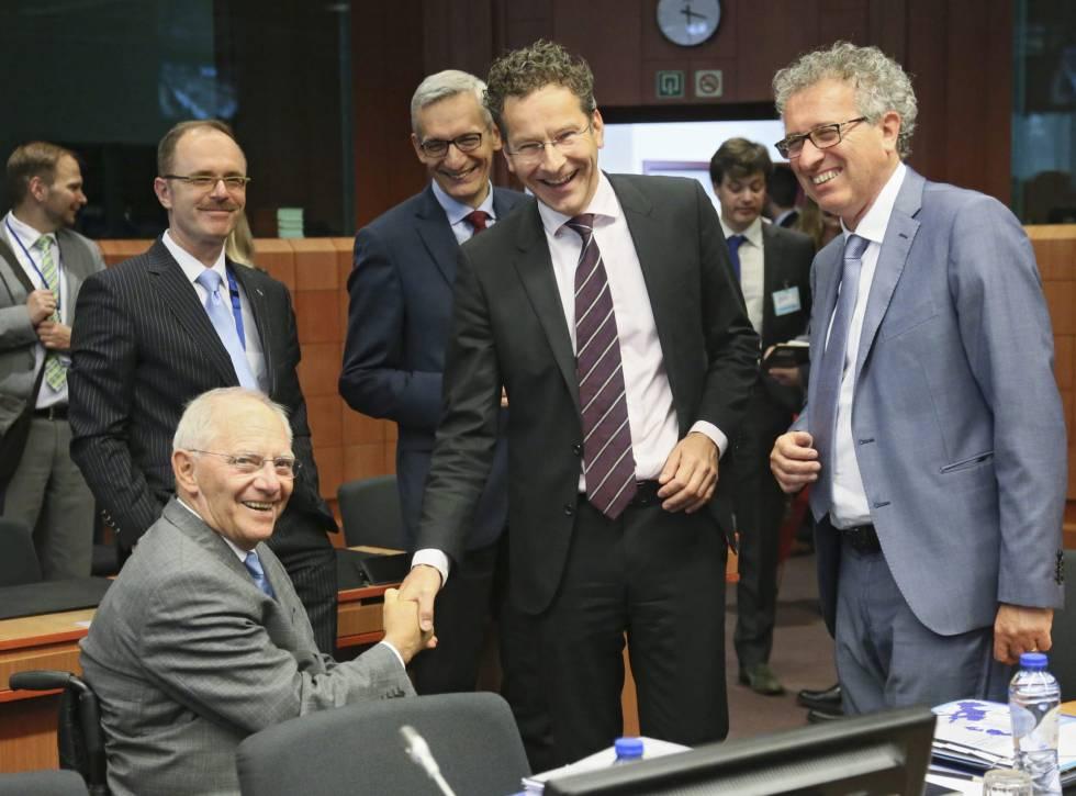 Los ministros de Finanzas de Alemania, Wolfgang Schäuble, Holanda, Jeroen Dijsselbloem, y Luxemburgo, Pierre Gramegna, en el Eurogrupo celebrado en Bruselas el martes 24 de mayo.