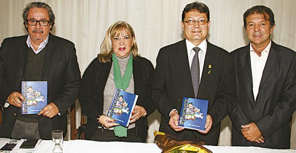 Teófilo Caballero (seg. dcha.) compartió con Carlos Hugo Molina, Ana María Cronenbold y Joaquín Banegas