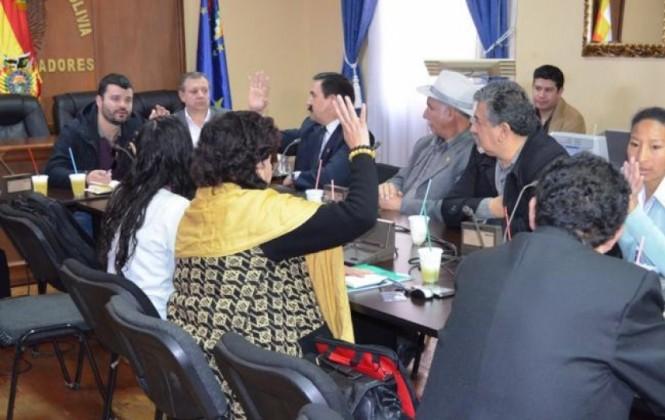 Canelas asume presidencia de la comisión que investigará caso Panamá Papers en Bolivia