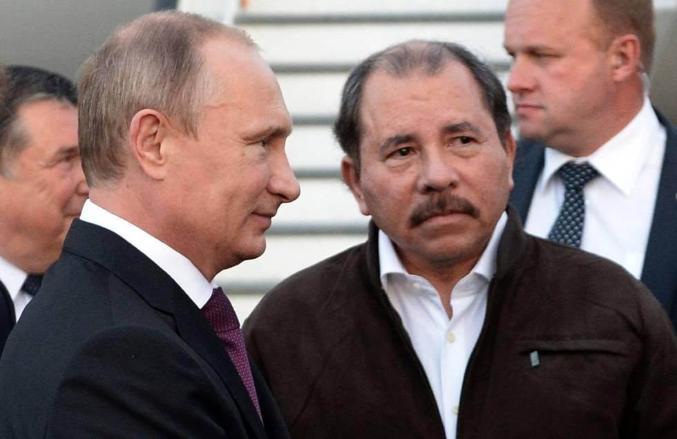 Los presidentes de Rusia, Vladimir Putin (izq) y de Nicaragua, Daniel Ortega.
