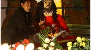 Católicos acudieron en masa a peregrinación del Jueves Santo