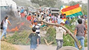 Masistas defienden su fraude en Pailón, bloquean carretera Santa Cruz-Beni