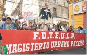 LA PAZ 07-05-10- El magisterio urbano paceÒo marcho por las calles de esta ciudad en rechazo al aumento salarial del 5%. Jmp/FOTO-Daniel MIRANDA-APG