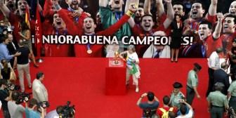 La Copa del Mundo descansa en la Puerta del Sol