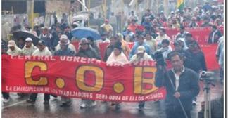 Masiva movilización universitaria salva del fracaso paro de la COB