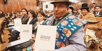 Opositores critican la posesión de nuevos jueces