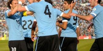 Uruguay saca a relucir su garra y liquida a Perú en Montevideo