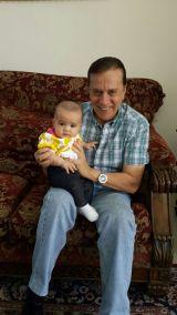 El abuelo Ernesto con Lucía Patricia