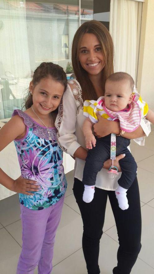 Sofi con la hermana mayor, Andrea y con la prima, la menor del clan, Lucía Patricia Justiniano