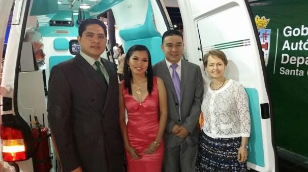 Marcelo Ríos (San Juan de Dios), Miriam Gutierrez (H. Japonés), Leonardo Paredes (Gerente Nacional de Vehículos Comerciales), Brigitte Petit (Vicepresidente División Automotriz Hansa)
