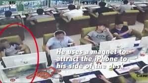 Sutileza, física y astucia: un ladrón roba un iPhone con la ayuda de un imán