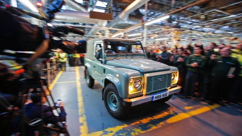 Land Rover fabricó más de 2 millones de su modelo Defender, un ícono del Reino Unido. La empresa despidió a la última unidad con un homenaje en la planta de Solihull