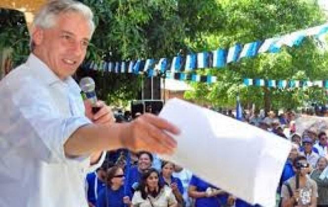 Vicepresidente insta a estudiantes a ponerse cartuchos de dinamita para defender la nacionalización en el futuro