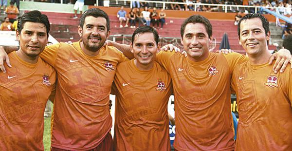 Juan José Paz, Arturo Cronenbold, Esteban Román, Rafael Pacheco y Rolando Rivero, integrantes de la comparsa Turumbas