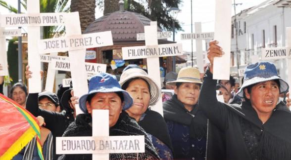 Familiares y víctimas de Octubre Negro protestan por la demora del juicio en Sucre, ayer.  -   Apg Agencia