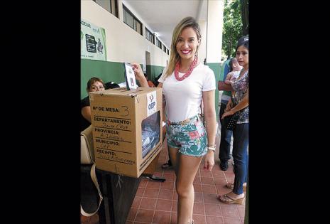 Roxana del Río votó por la zona del estadio