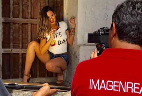 Backstage de la sesión de fotos de Patricia Roca para promocionar el show magníficas