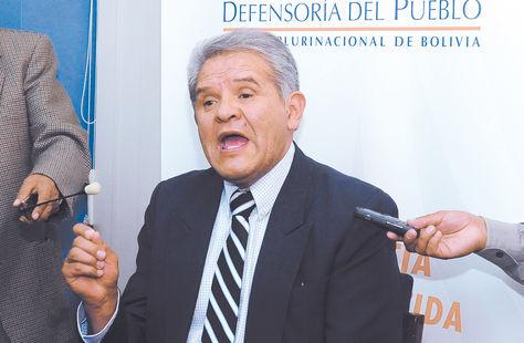 Defensor. Rolando Villena habla durante una conferencia de prensa. Angel Illanes