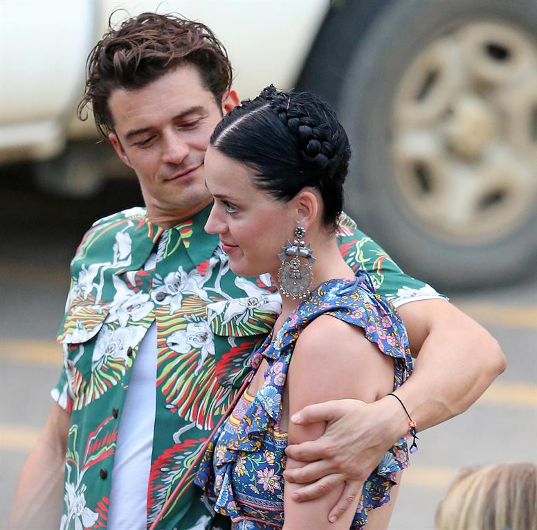 A Katy Perry y a Orlando Bloom se los vio muy enamorados, en su paso por Hawai gentileza Grosby