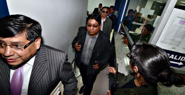 Jimmy Morales (centro) es el tercer acusado por el caso Zapata al que se le dicta detención preventiva