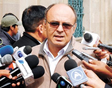 Conferencia. El ministro Reymi Ferreira, en rueda de prensa, da detalles del proceso contra Zapata.