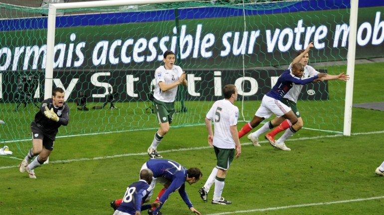 Repechaje de eliminatorias europeas para Sudáfrica 2010. Francia dejó afuera a Irlanda con gol dado por válido pese a una mano previa de Thierry Henry