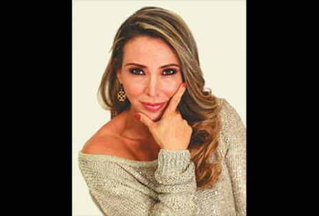 Laura Donoso | Red PAT | Es una de las presentadoras de Palabra de mujer. Aunque se caracteriza por ser divertidísima, es favorita para eventos empresariales, en los que suele cobrar 300 dólares por un par de horas.