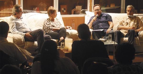 De izq. a dcha.: Bozalongo, Bonnett, Chávez y Lara, en la mesa que se llevó a cabo el jueves