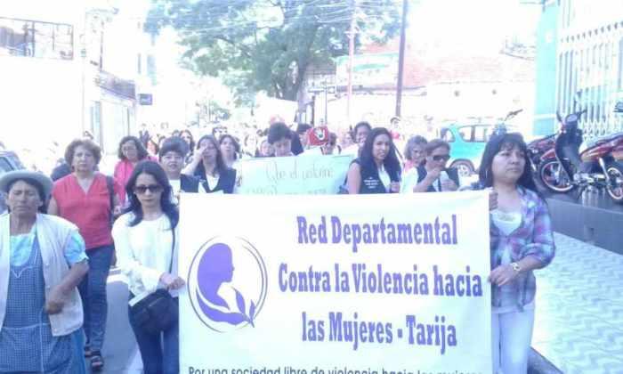Marchan para dar un #plantón en repudio a los delitos cometidos por policías y militares