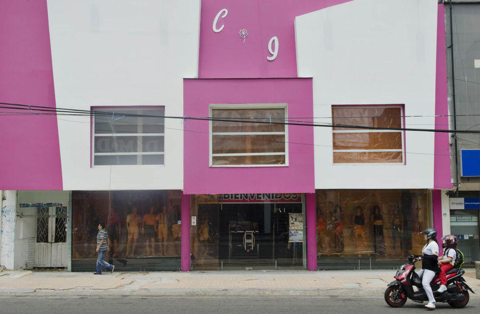En el almacén Caricias íntimas, el alcalde adelantó su estrategia política.