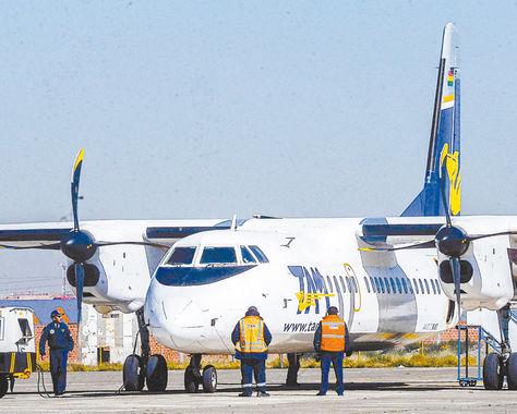 El Alto. Una aeronave de Transporte Aéreo Militar (TAM) en la pista de aterrizaje del Aeropuerto Bartolina Sisa.