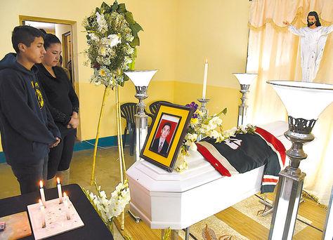 Exequias. El cuerpo de Llano fue velado ayer en la capilla de la zona Nuevos Horizontes de El Alto.