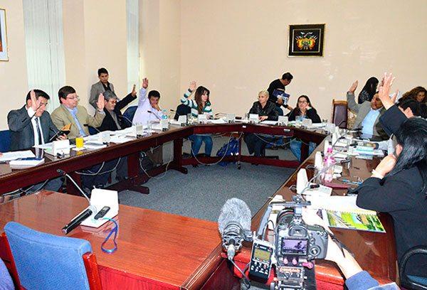 """Comisión Mixta legislativa que investiga """"trafico de influencias"""" en el caso CAMC."""