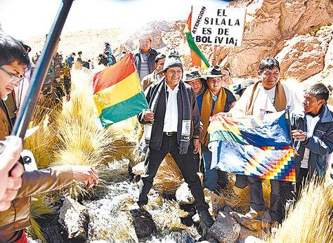 Inspección. Evo visitó el 29 de marzo el manantial Silala en Potosí.