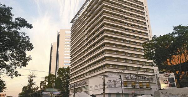 Obra.La cadena Fën Hoteles abrió Dazzler enAsunción. Prevén construir un edificio similar en la capital cruceña