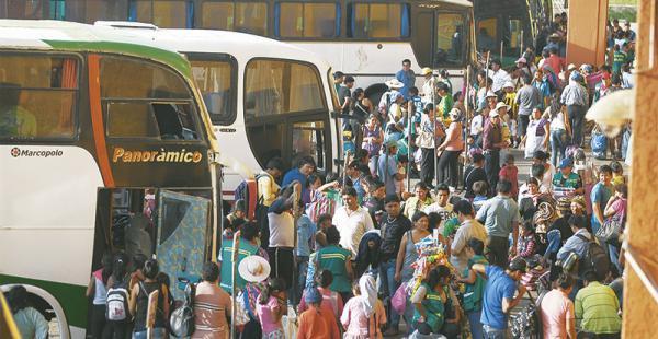 recomendaciones en la terminal la policía pide mayor seguridad a los viajeros en esta temporada de alto tráfico La saturación en la Bimodal es más evidente de 18:00 a 22:00. En este periodo reina el caos de buses
