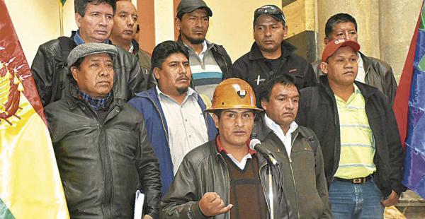 Los principales dirigentes de la COB esperan la convocatoria del Gobierno para hablar del ajuste salarial