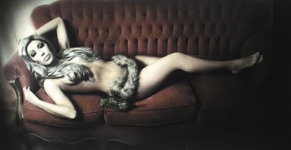 Gabriela Zapata divulgó las fotos sensuales que se tomó hace varios meses en su casa, en La Paz