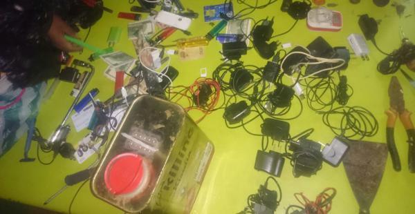 La Policía decomisó equipos de comunicación a los internos de Palmasola
