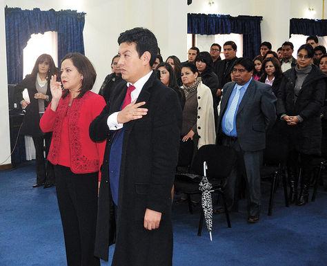 Acto. Ericka Chávez y Franz Zubieta juran como nuevos subprocuradores en un acto que se realizó ayer enElAlto.
