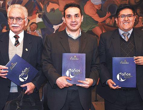 Presentación. Pablo Ramos, Mario Guillén (centro) y Jaime Durán.
